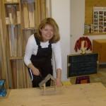 Referentin Annemarie Dettendorfer zum Thema Arbeiten mit Holz im Kindergarten