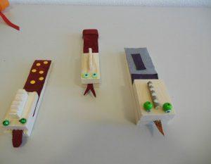 Klappern Kinder bauen Instrumente