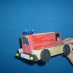 Feuerwehrauto aus Holz Bastelidee für Kinder