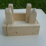Kinder bauen Häuser Ställe Burgen aus Holz