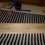 Kinder bauen eine Kugelbahn Bastelanleitung für Kinderspielzeug