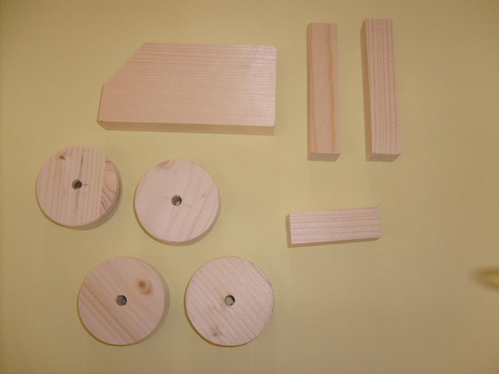 Material für Bastelidee Holztraktor