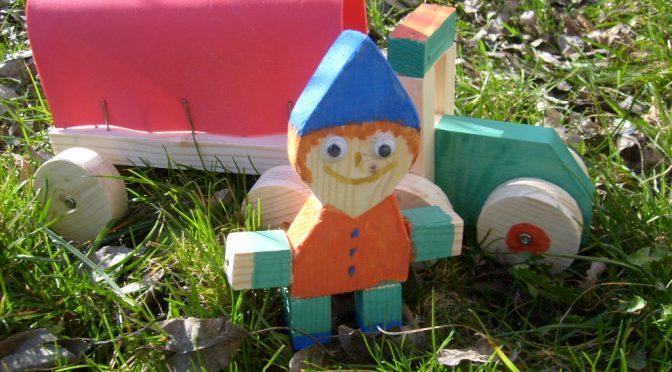 Kinder basteln mit Holz ein Traktor