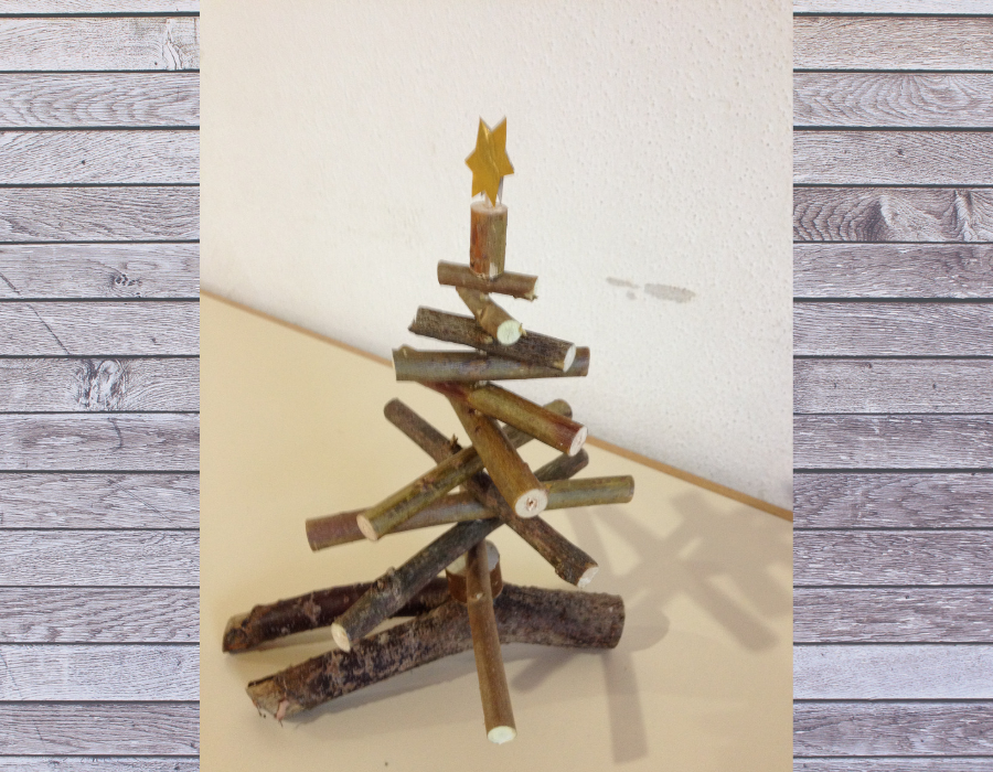 Weihnachtsbasteln Kinder Bäumchen mit Zweigen
